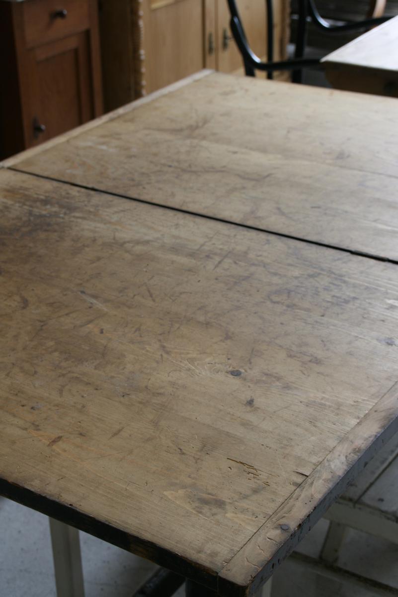 tisch zum ausklappen lenna villa sch nsinn atelier. Black Bedroom Furniture Sets. Home Design Ideas